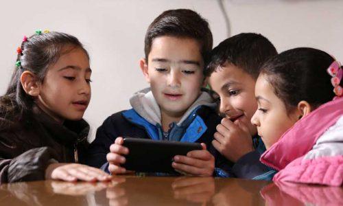 Playtest_Jordan_2017-Group-of-children-playing-Antura---2---169